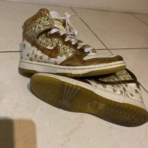Dunk hi gold butterfly high tops